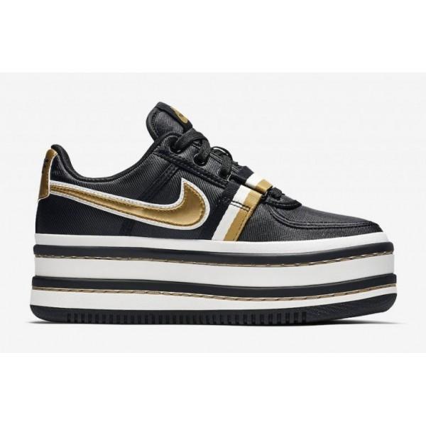 Nike Damen Vandal 2K Schwarz/Weiß/Metallisch Gold...